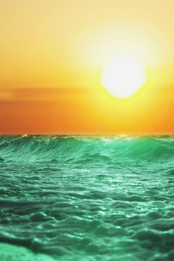 Vista fantástica do mar dos azuis celestes Ilha Sicília, Itália, Europa foto de stock