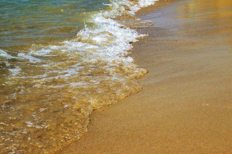 Vista fantástica do mar dos azuis celestes Italy, Europa foto de stock