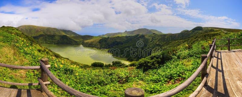 Vista favolosa al lago sul Flores dell'isola delle Azzorre immagini stock