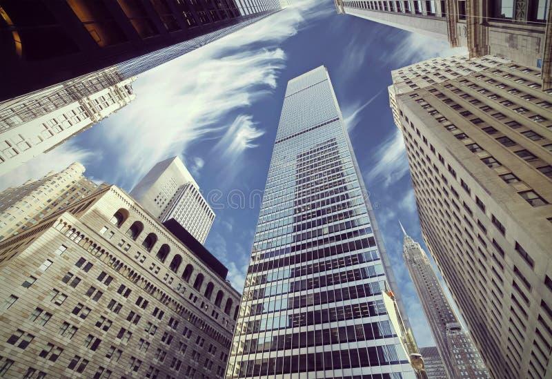 Vista filtrada retra de rascacielos en Lower Manhattan fotografía de archivo