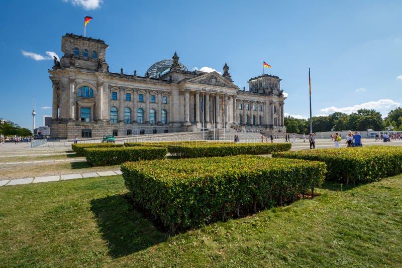 Vista frontal da construção de Reichstag em um dia de verão imagem de stock royalty free