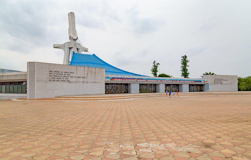 Vista frontal de la Catedral Católica de San Pablo en Abiyán imagenes de archivo