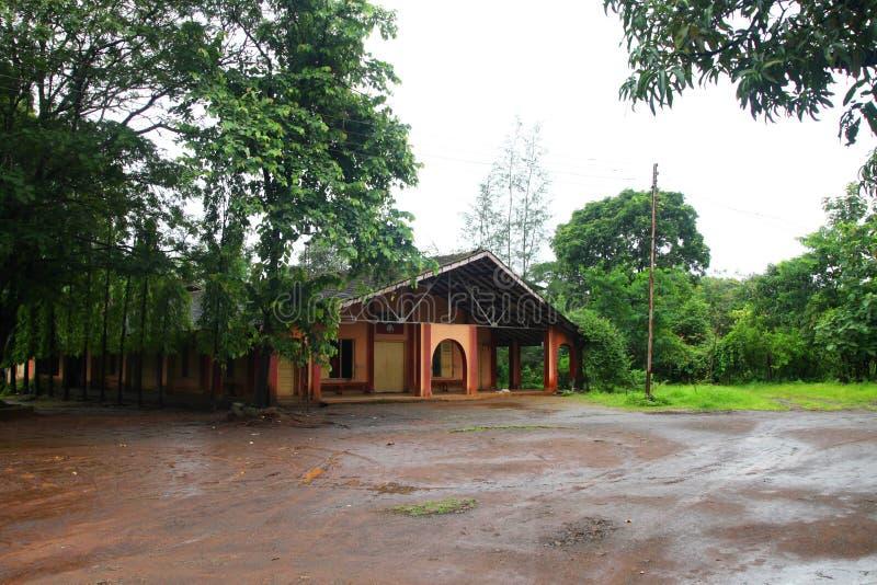 Vista frontal de la iglesia por los días de fiesta Ghats occidental en el estado del maharashtra cerca de la iglesia sagrada del  foto de archivo libre de regalías