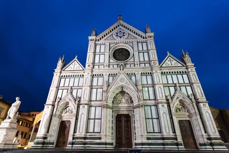 Vista frontale dei Di Santa Croce della basilica nella notte immagine stock libera da diritti