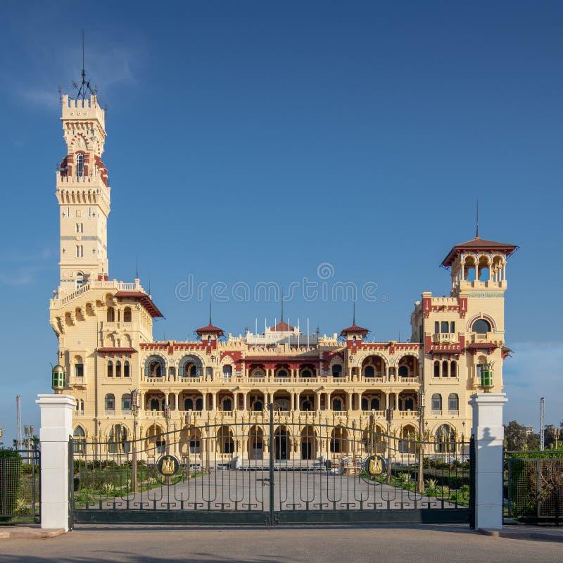 Vista frontale del palazzo reale al parco pubblico di Montaza, Alessandria d'Egitto, Egitto fotografie stock