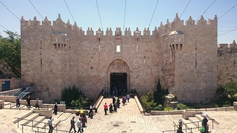 Vista frontale del portone di Damasco - Gerusalemme fotografia stock libera da diritti