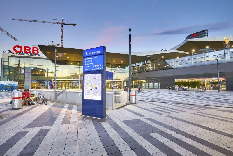 Vista frontale del Wien Hauptbahnhof immagini stock libere da diritti
