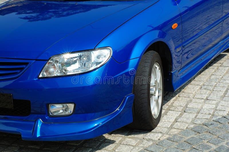 Vista frontale dell'automobile allegra fotografia stock libera da diritti