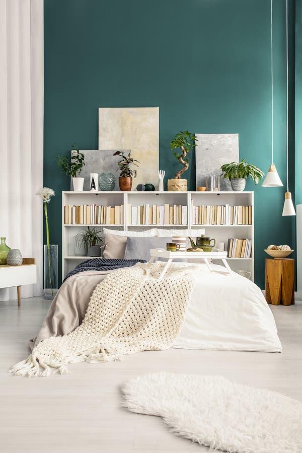 Vista frontale della camera da letto fotografie stock