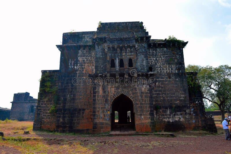Vista frontale di Ambarkhana, Ganga Kothi, fortificazione di Panhala, Kolhapur, maharashtra, India immagini stock libere da diritti