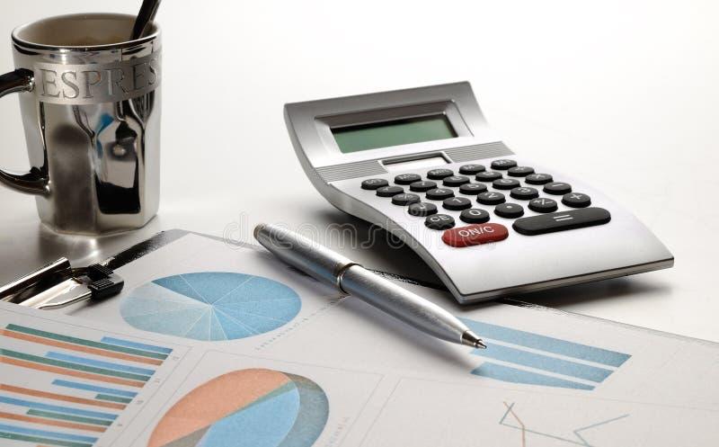 Vista frontale di analisi finanziaria dei grafici immagine stock libera da diritti