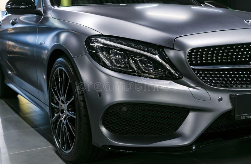 Vista frontale di Mercedes Benz C 43 AMG 4Matic V8 Bi-turbo 2018 Dettagli di esterno dell'automobile immagine stock