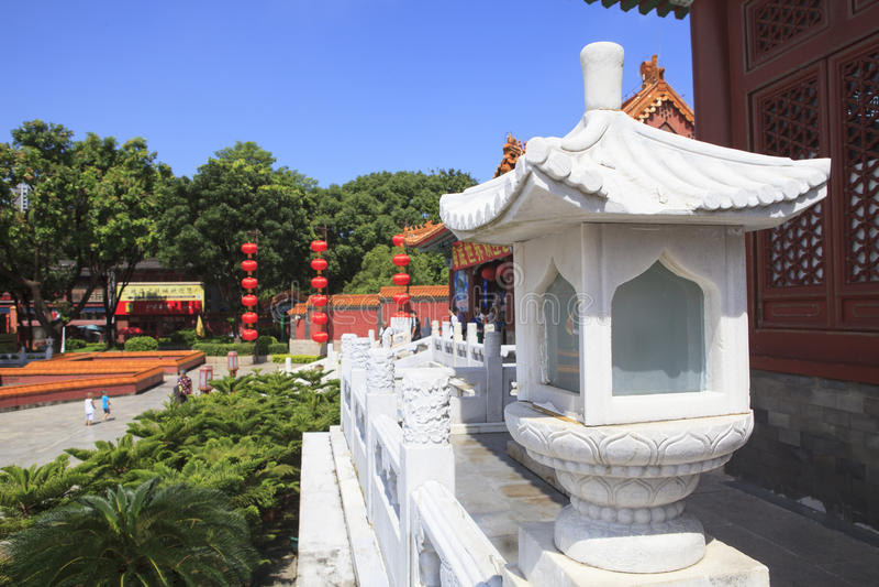 Vista frontale di simulazione di vecchio palazzo di estate, giardini di Perfec immagini stock libere da diritti