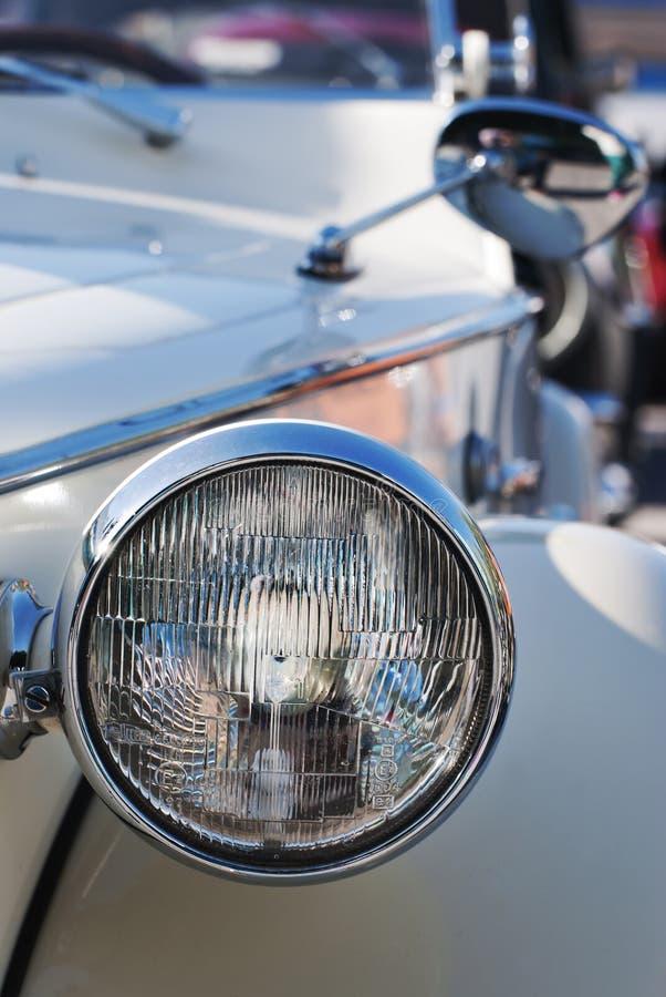 Download Vista Frontale Di Un'automobile D'annata Immagine Stock - Immagine di strada, automobile: 30831569