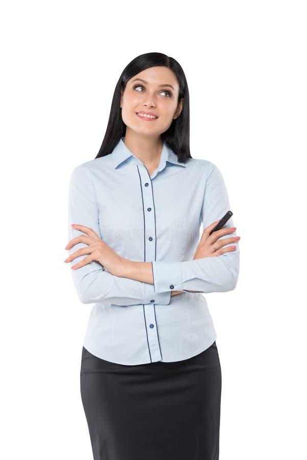 Vista frontale di una donna premurosa con le mani attraversate fotografia stock libera da diritti