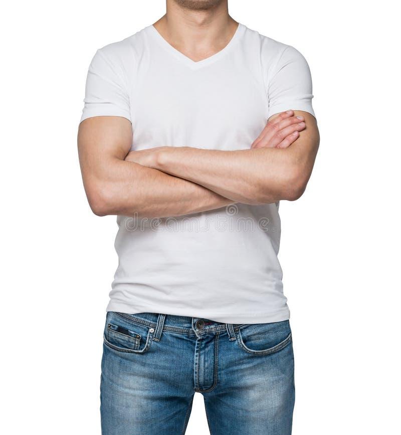 Vista frontale di una persona in una maglietta bianca di forma di v con le mani attraversate immagine stock libera da diritti