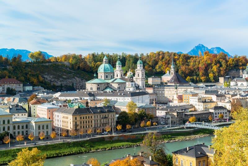 Vista general del centro histórico de Salzburg imágenes de archivo libres de regalías