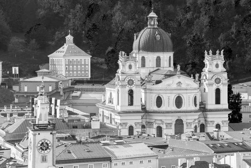 Vista general del centro histórico de Salzburg imagen de archivo
