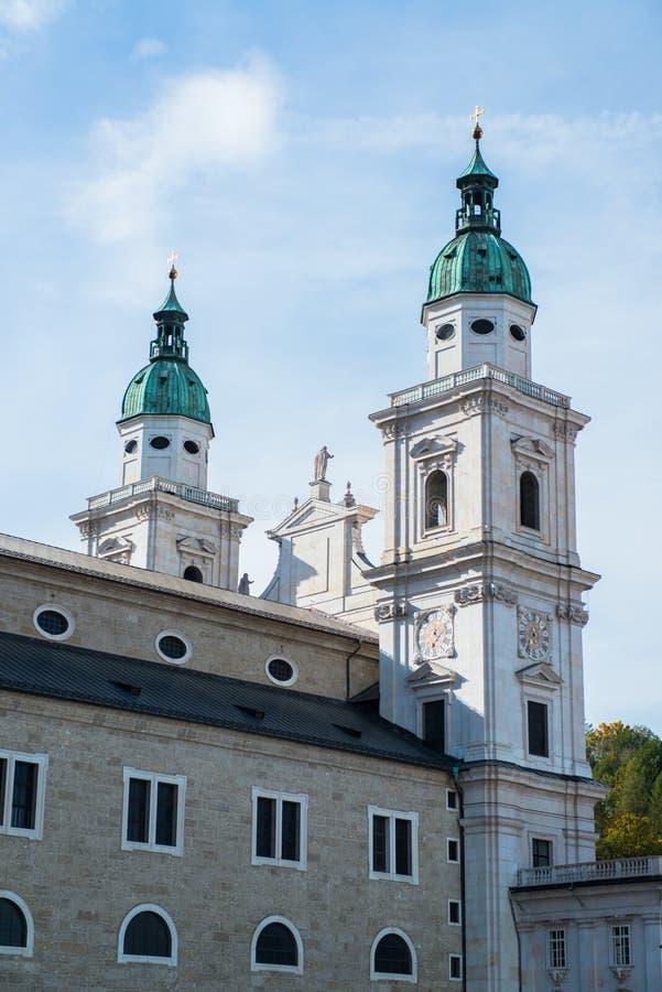 Vista general del centro histórico de Salzburg imagenes de archivo