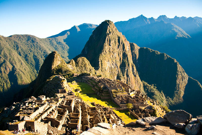 Vista geral bonita do panorama de Machu Picchu acima do local do patrimônio mundial imagens de stock