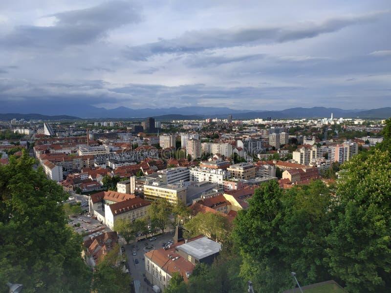 Vista geral da paisagem da cidade do Eslovênia imagem de stock