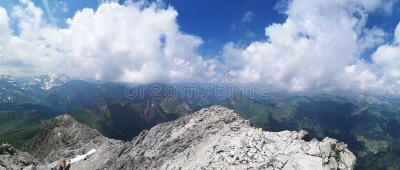 Vista geral das montanhas - sobre a parte superior imagens de stock royalty free