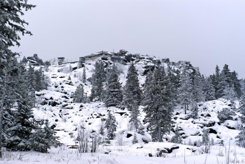 Vista geral de baixo ao monastério budista de Shad Tchup Ling nas montanhas de Ural foto de stock royalty free