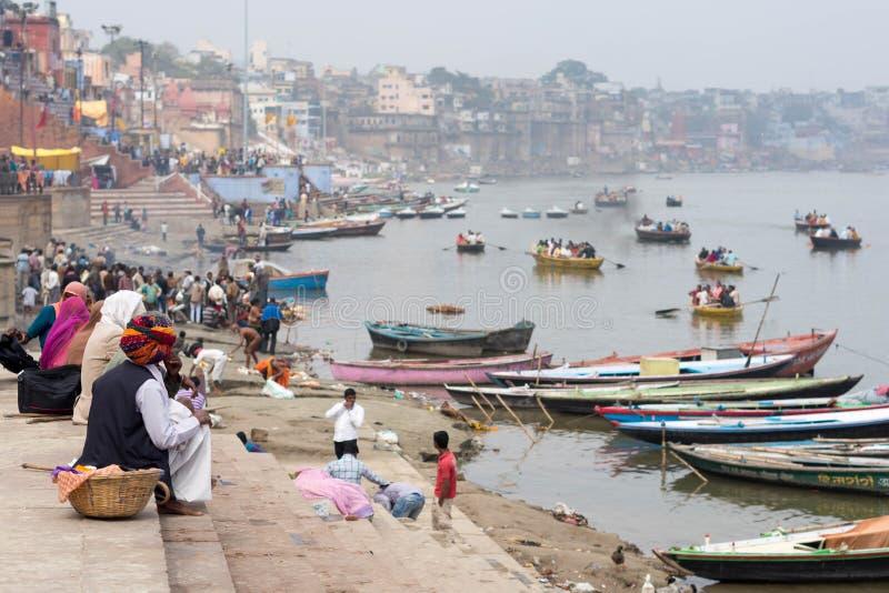 Vista geral de Ghats e o Ganges River em Varanasi, PR de Uttar imagem de stock