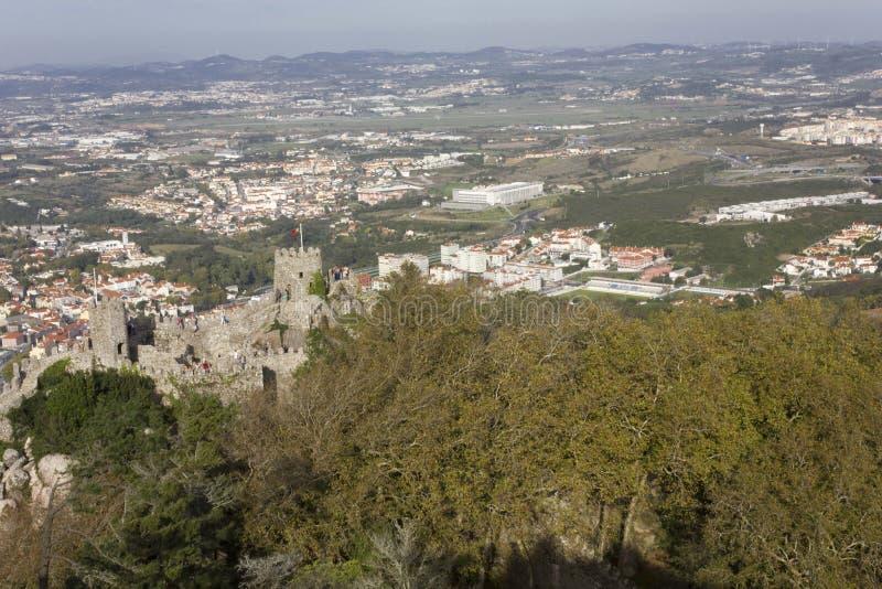 A vista geral do castelo do arquitetura da cidade amarra e de Sintra fotografia de stock royalty free