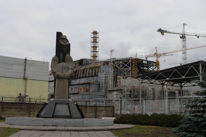 Vista geral do central nuclear de Chernobyl após o desastre de Chernobyl sem abrigo do hangar do metal na emergência fotografia de stock royalty free