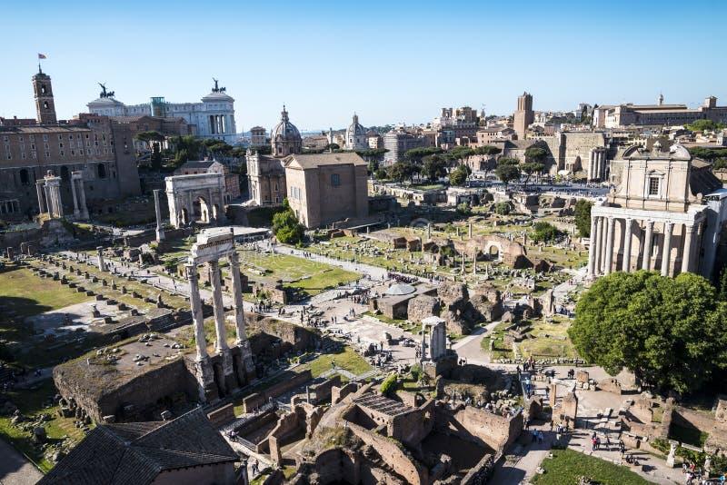 Vista geral do fórum antigo em Roma Itália fotografia de stock royalty free