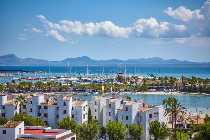 Vista geral do porto de Alcudia, Mallorca imagem de stock