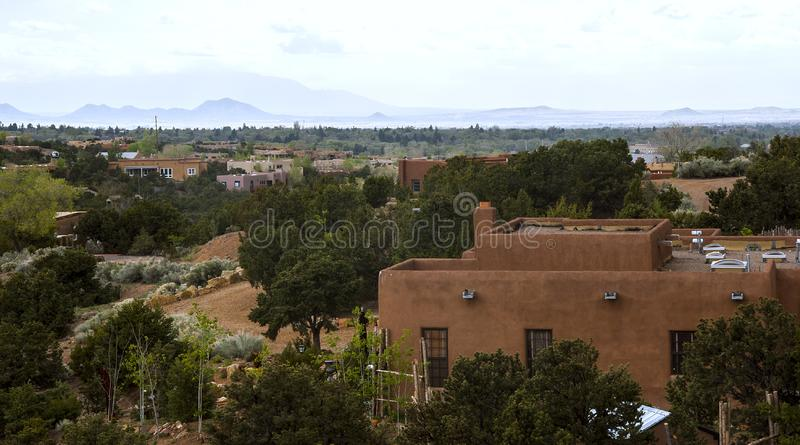 Vista geral dos montes sobre Sante Fe em New mexico imagens de stock