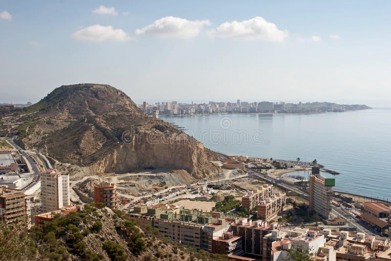 Vista geral em Alicante do castelo Santa Barbara imagens de stock