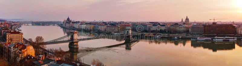 Vista geral panorâmico de Budapest com a construção do parlamento fotografia de stock royalty free