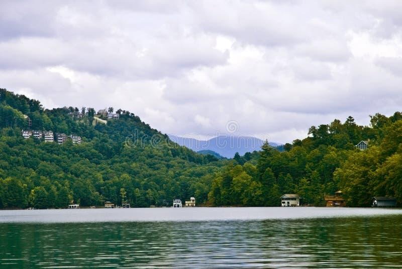 Vista giù il lago fotografia stock libera da diritti