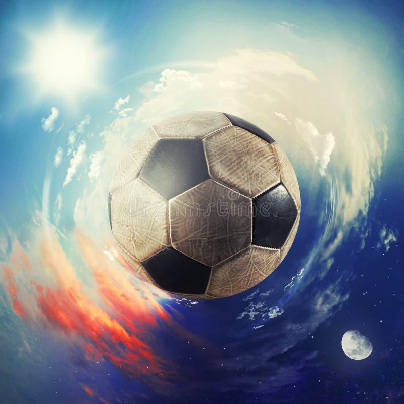 Vista global del mundo del fútbol bola del fútbol como planeta foto de archivo libre de regalías