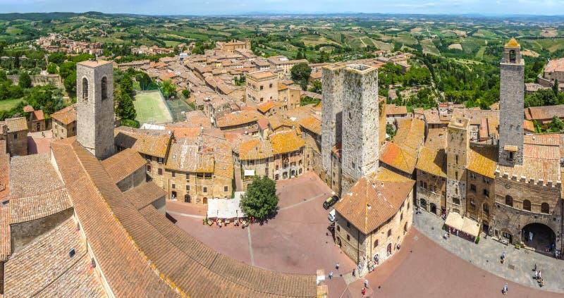 Vista granangular aérea de la ciudad histórica de San Gimignano, Italia fotografía de archivo libre de regalías