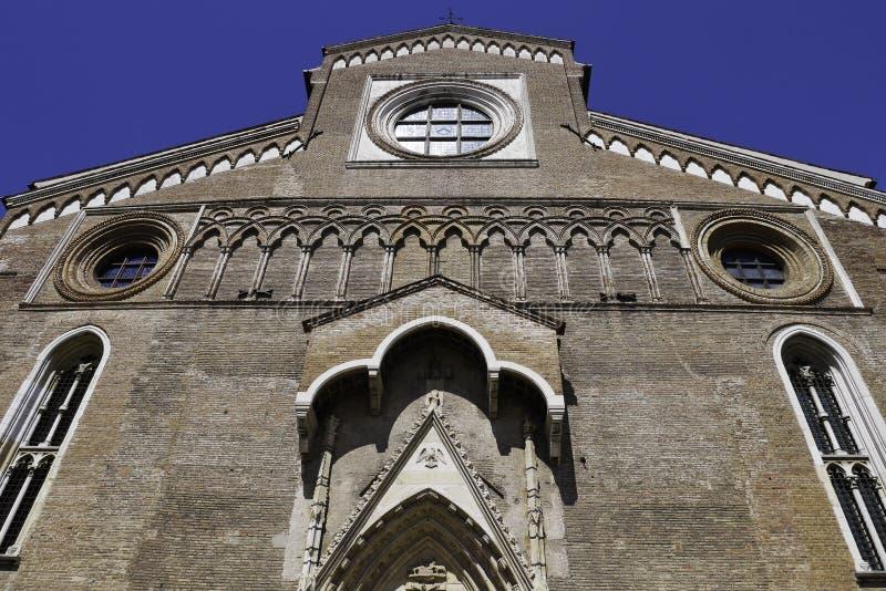 Vista granangular de la iglesia católica romana en el centro de Ud fotografía de archivo libre de regalías