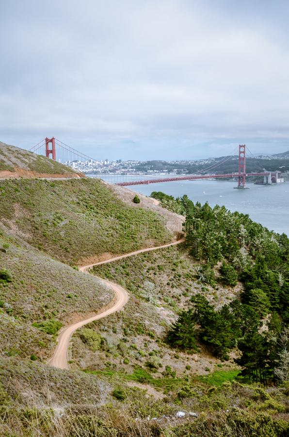 Vista granangular de puente Golden Gate en San Francisco según lo visto de Marin Headlands fotografía de archivo