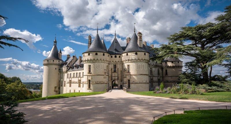 Vista grandangolare del castello Chaumont fotografia stock libera da diritti