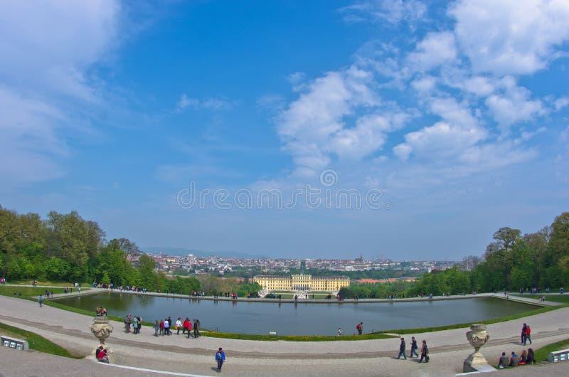 Vista grandangolare di paesaggio urbano di Vienna da Gloriette a Schenbrunn fotografie stock