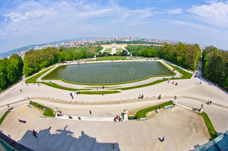 Vista grandangolare eccellente di paesaggio urbano di Vienna da Gloriette al palazzo di Schoenbrunn immagine stock libera da diritti