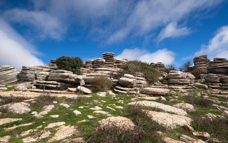 Vista grandangolare, formazioni rocciose giurassiche insolite, EL Torcal, Antequera, Spagna immagine stock