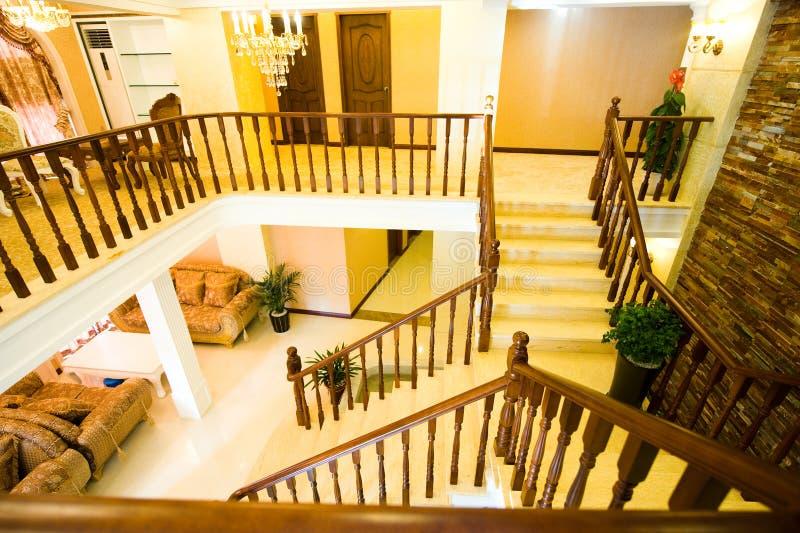 Vista grande de uma casa luxuosa fotografia de stock royalty free