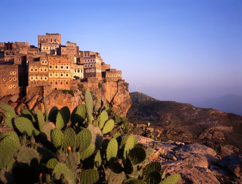 Vista a Hajjarrah, Yemen, al tramonto immagine stock libera da diritti