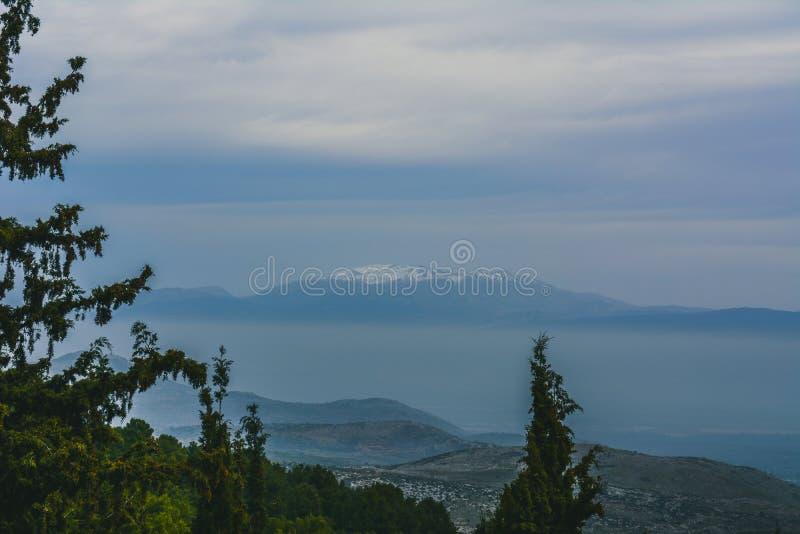 Vista hermosa de las montañas imagen de archivo