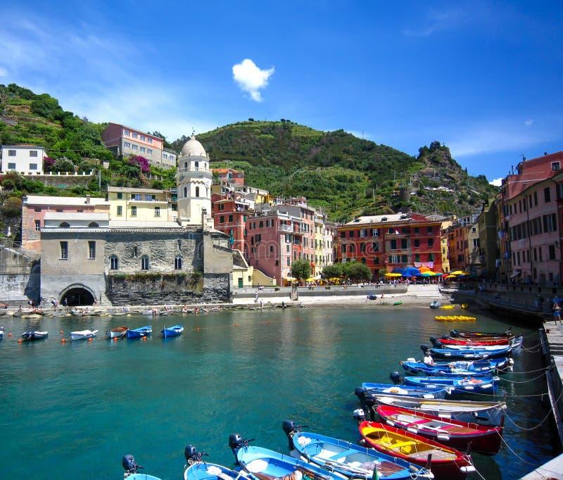 Vista hermosa de Vernazza Es uno de cinco pueblos coloridos famosos de Cinque Terre National Park en Italia Regi?n de Liguria de foto de archivo