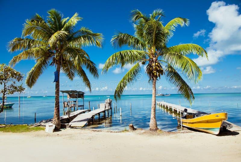 Vista hermosa del Caribe con agua de la turquesa en el calafate de Caye, fotos de archivo libres de regalías