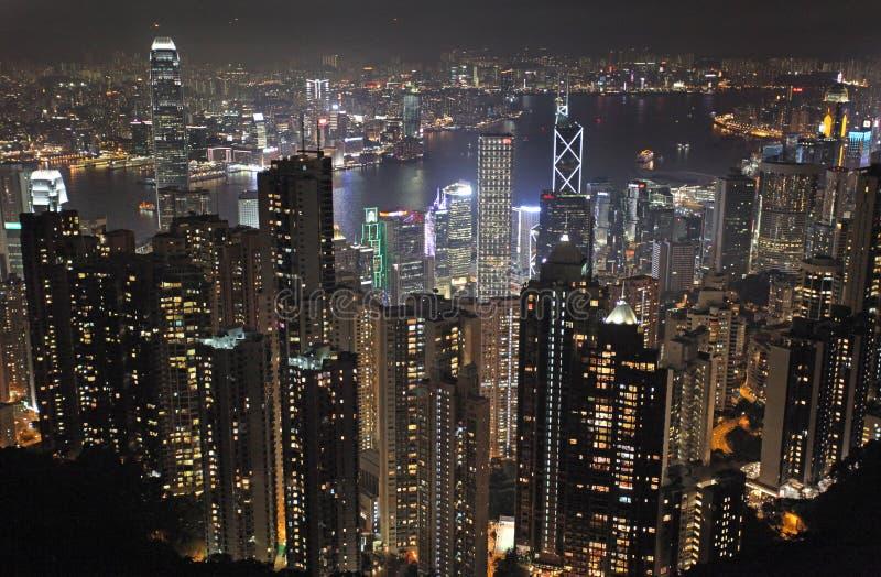 Vista a Hong Kong da Victoria Peak di notte immagine stock libera da diritti